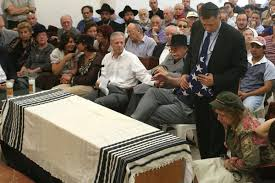 Jewish Funeral Etiquette for Non-Jews